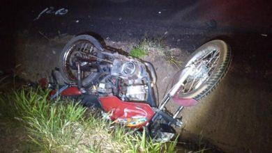 Foto de Homem de 52 anos morre após colidir motocicleta de frente contra uma caminhonete na PR-498 em Tamboara