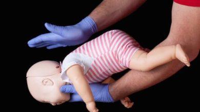 Foto de Polícia Militar salva bebê de 10 meses que estava engasgado em Alto Paraná