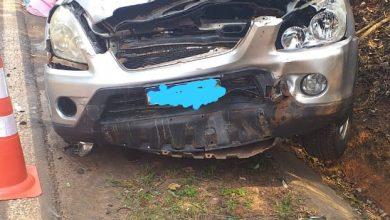 Foto de Condutora e passageira de automóvel ficam feridas após baterem na traseira de caminhão na PR 482